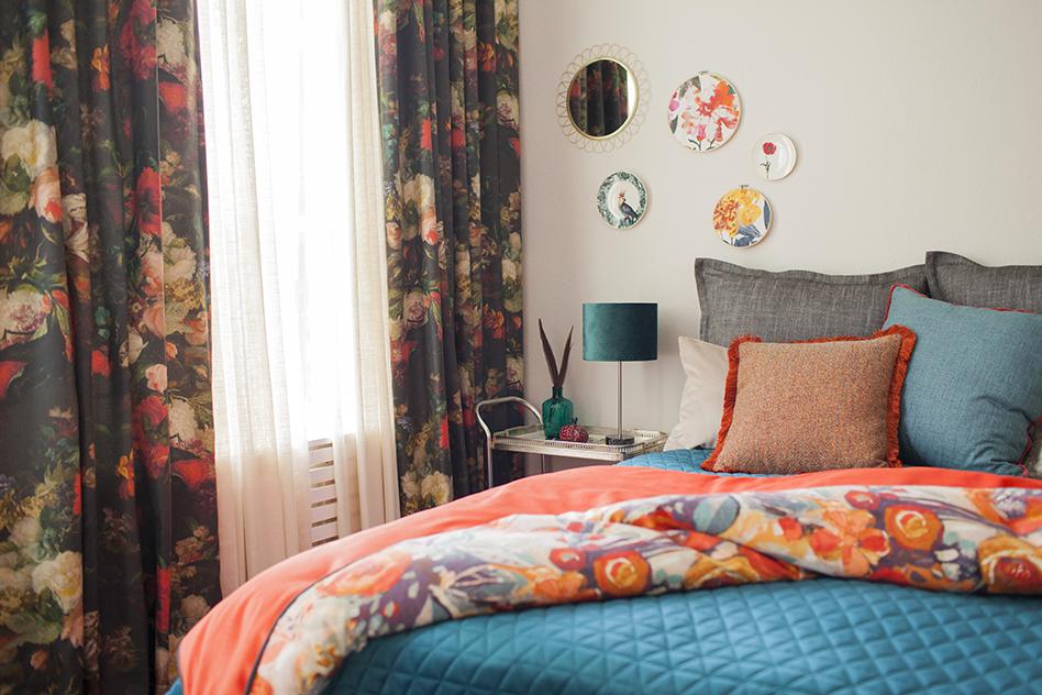 Piristä makuuhuonetta värikkäillä pimennysverhoilla